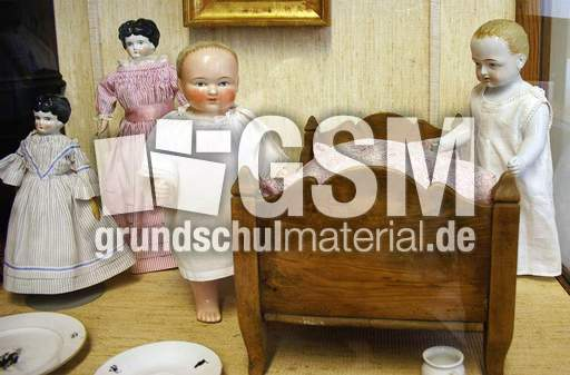 alte puppen 1 fotos fr her leben fr her sachthemen hus klasse 3. Black Bedroom Furniture Sets. Home Design Ideas