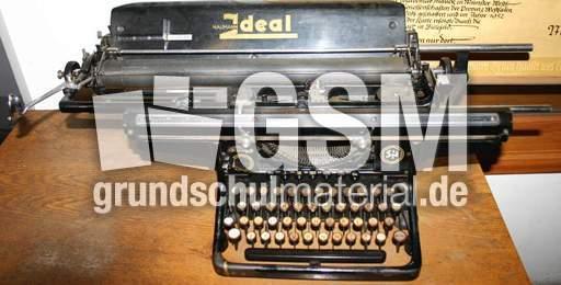 alte schreibmaschine 2 fotos fr her leben fr her sachthemen hus klasse 3. Black Bedroom Furniture Sets. Home Design Ideas