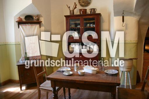 alte wohnk che 2 fotos fr her leben fr her sachthemen hus klasse 3. Black Bedroom Furniture Sets. Home Design Ideas