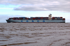 Containerschiff COSCO.JPG